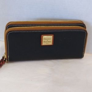 DOONEY AND BOURKE BLACK DOUBLE ZIP AROUND WALLET